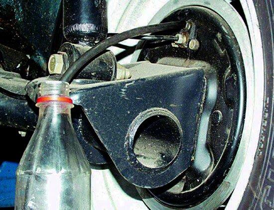 Фото №16 - как поменять тормозную жидкость на ВАЗ 2110