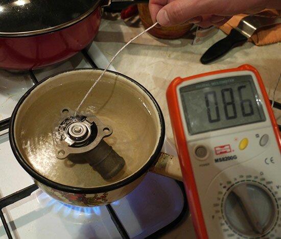12 - Температура открытия термостата на приоре