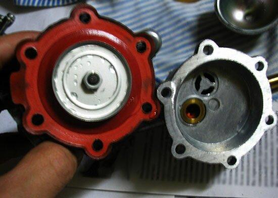 Топливный насос ВАЗ 2107 в разборе