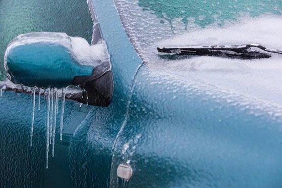 Хранение авто на улице в зимний период чревато появлением микротрещин на ЛКП