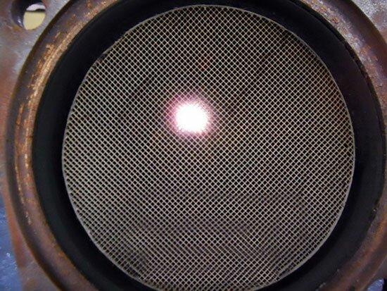 Визуальный осмотр катализатора, просвечиваем, делаем выводы