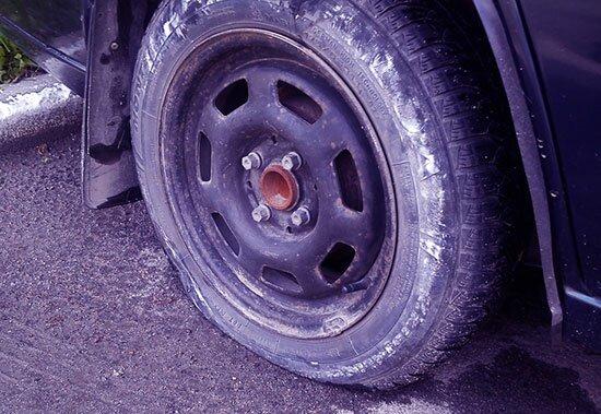"""Ремонт бескамерных шин: как и чем заклеить колесо в случае прокола? Бонус: видео о ремонте """"бескамерки"""""""