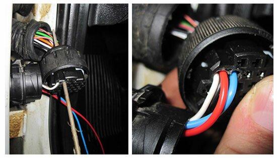 Надфилем проделываем отверстие в колодке и прокладываем проводку